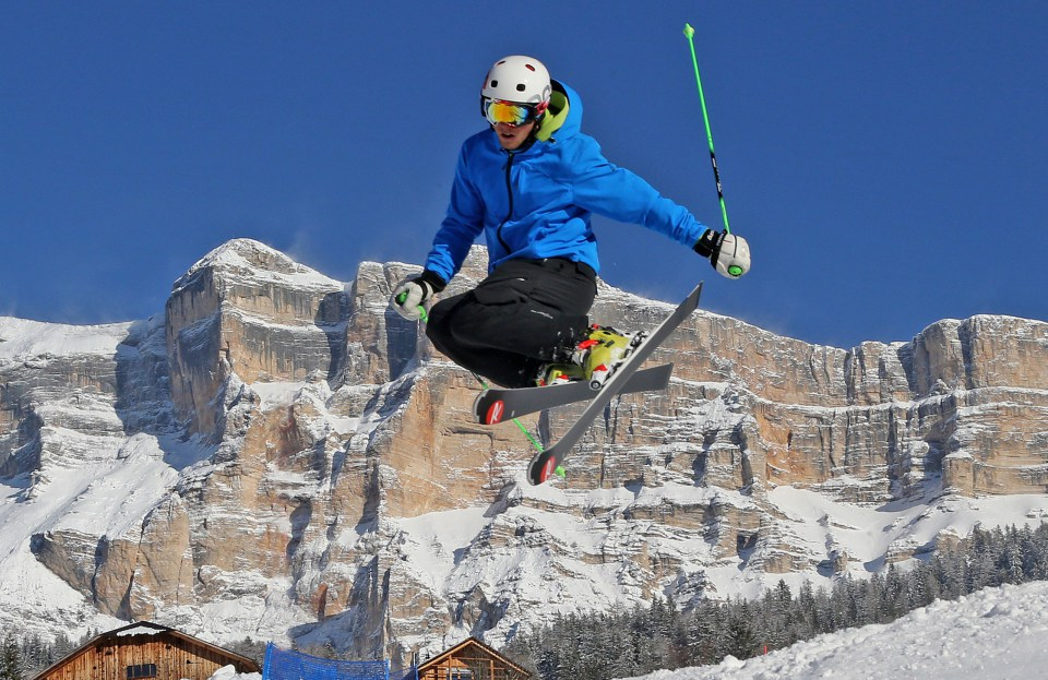 skiing_dolomites_winter05-1559652773