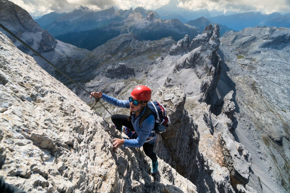 via_ferrata_on_the_dolomites_mountains004-1558100576
