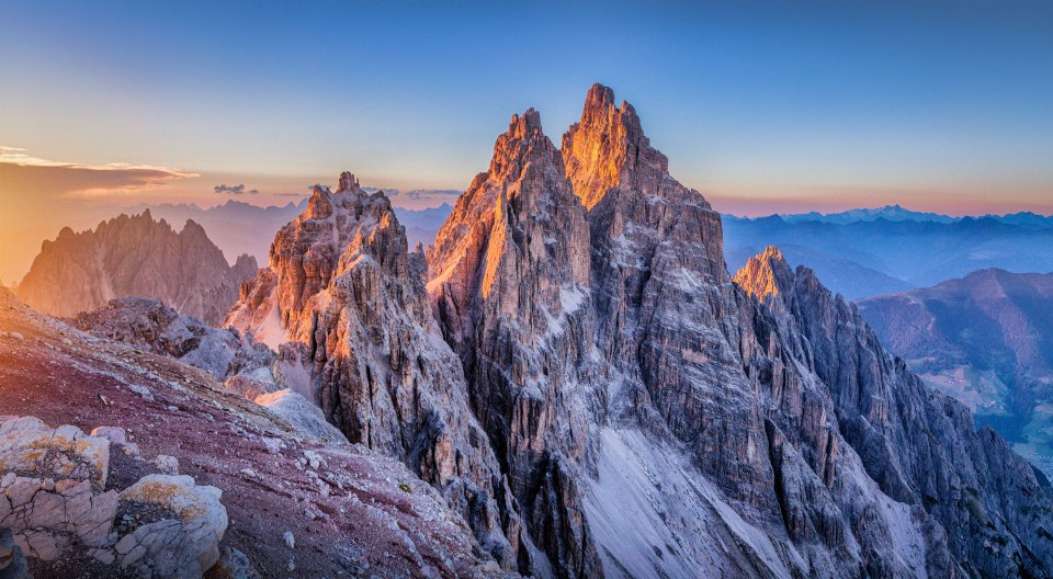 via_ferrata_on_the_dolomites_mountains006-1558100471