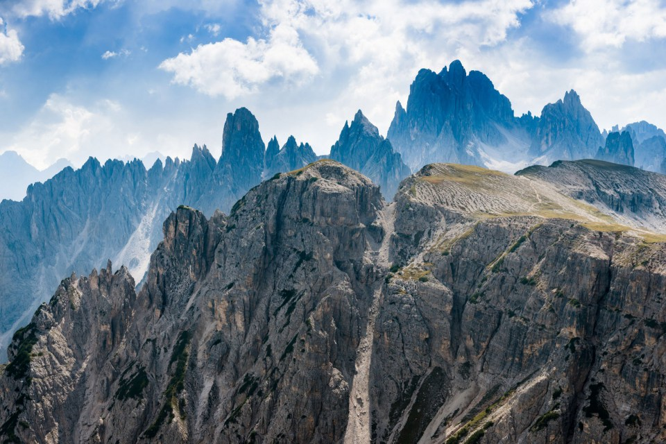 via_ferrata_on_the_dolomites_mountains010-1558098924